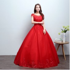 The bride's wedding dress is tied with a wedding dress. The bride's wedding dress is red with thin and fluffy shoulders.